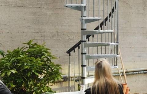 schody spiralne metalowe zewnętrzne